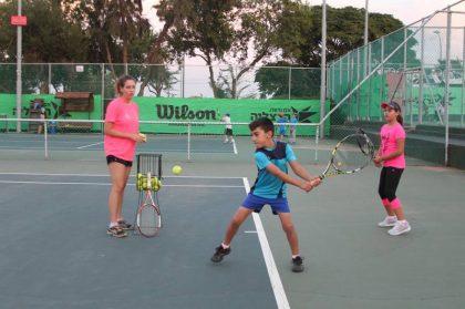 הזמנה מיוחדת לחוג טניס בחינם אוגוסט 2019 20-22/08/2019 או 27-29/08/2019